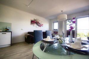 Lägenhet 1 - Matbord och vardagsrum
