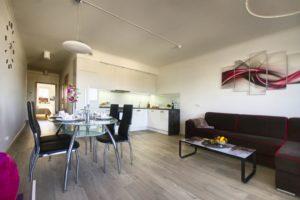 Lägenhet 1 - Vardagsrum och matbord